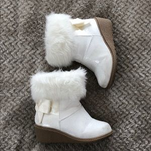 Toddler white fur boots